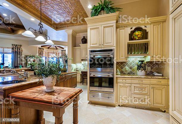 Beautiful custom kitchen in an estate home picture id472065003?b=1&k=6&m=472065003&s=612x612&h=wvy1hshgfrwypcj3lopcktzbeutnawrftuia0sq6p 8=