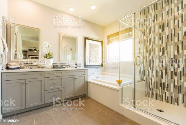 Beautiful custom master bathroom picture id944868094?b=1&k=6&m=944868094&s=612x612&h=l57iiyyvgzsgcqjjs15ulyquwljl9bac4xj6eqwmqiq=