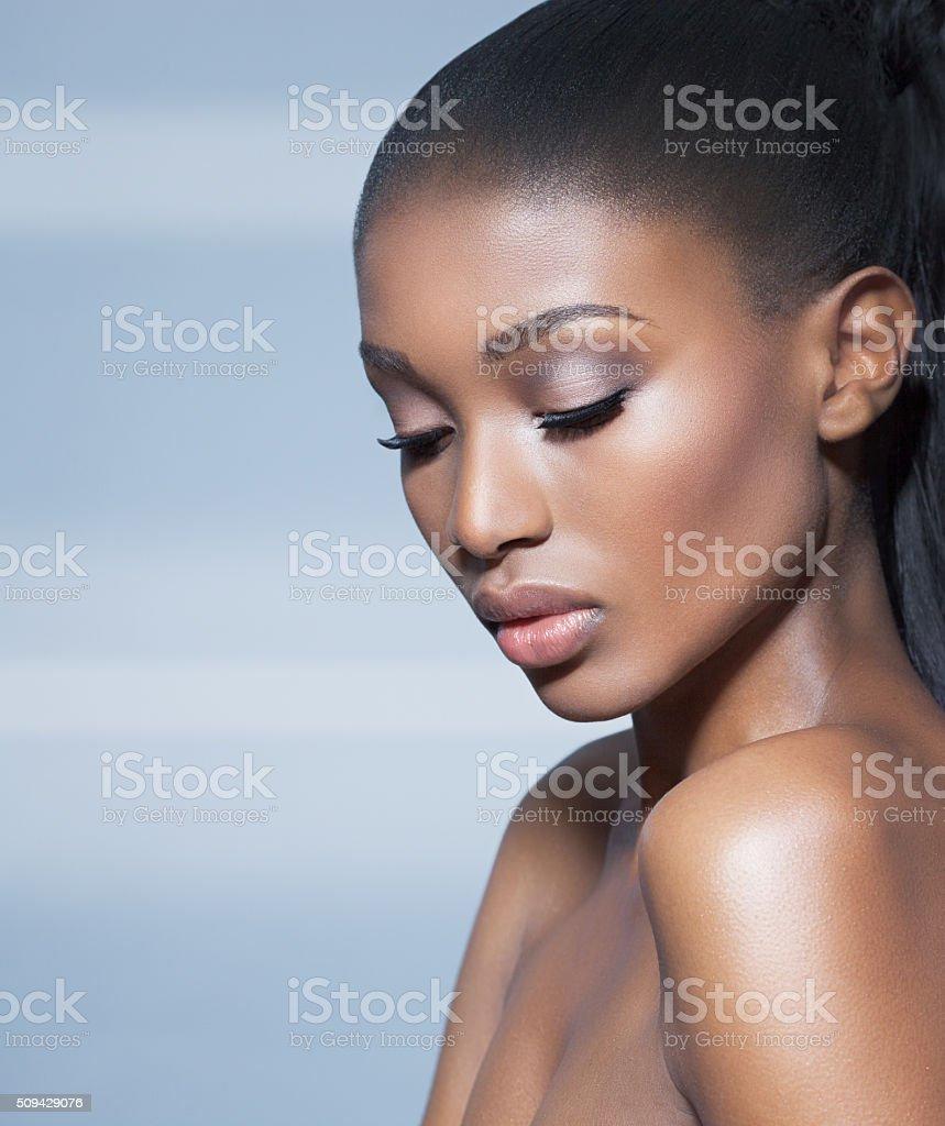 Linda mulher escura - foto de acervo