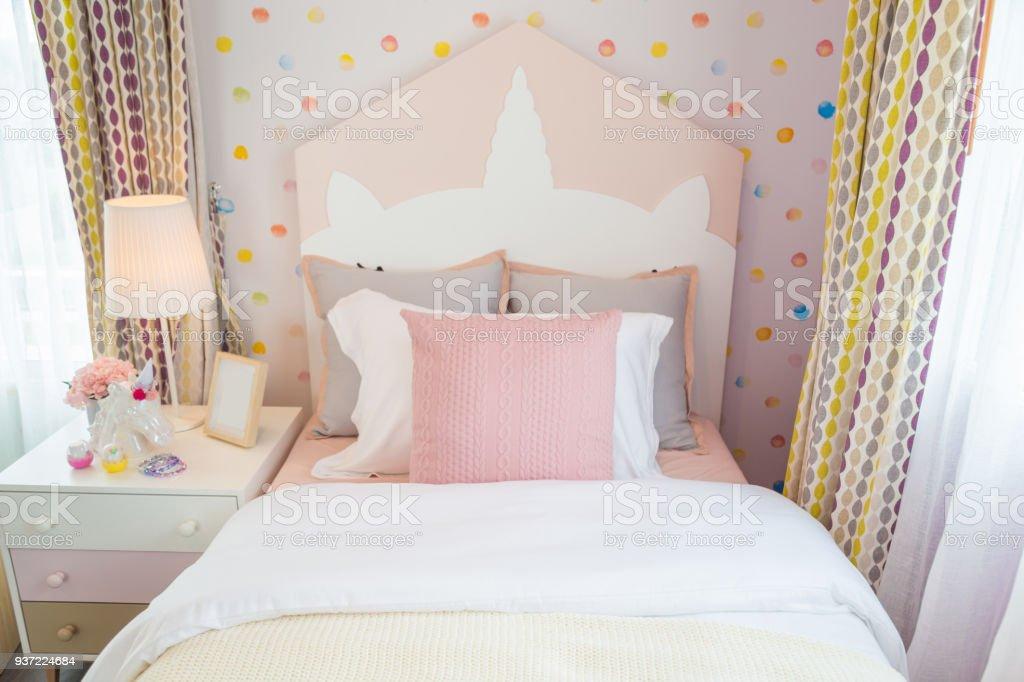 Une Fille Belle Chambre Avec Un Oreiller Rose Et Rose Avec Mur Doux. Photo  Libre