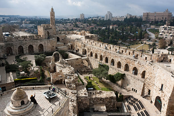 a beautiful david tower in old jerusalem - jeruzalem stockfoto's en -beelden