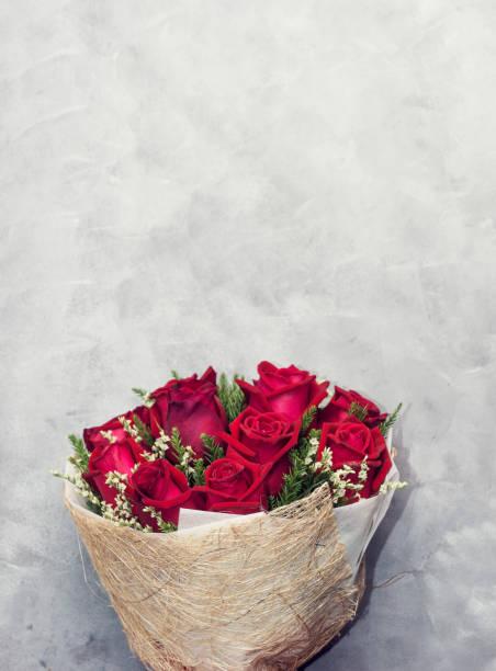 Beautiful deep red rose bouquet on grey concrete background day picture id879714910?b=1&k=6&m=879714910&s=612x612&w=0&h=qu69g64kmkesqwfc smkyprvbixi2c3yupurei528de=