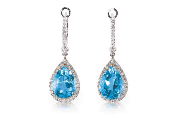schöne diamond aquamarin blau türkis topas edelstein kissen schneiden birnenform träne tropfen diamantohrringe baumeln. - ohrringe tropfen stock-fotos und bilder