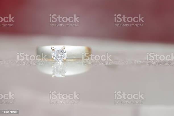 Beautiful Diamond Ring — стоковые фотографии и другие картинки Блестящий
