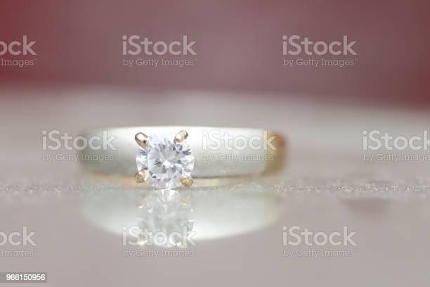 Bellissimo Anello Di Diamanti - Fotografie stock e altre immagini di Anniversario