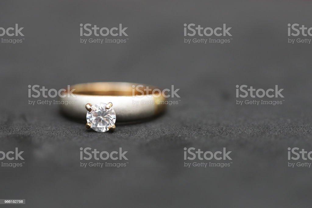 Beautiful diamond ring - Стоковые фото Блестящий роялти-фри