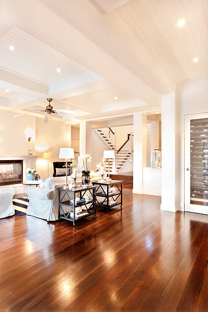Wunderschöne Salon mit glänzenden Holzboden – Foto