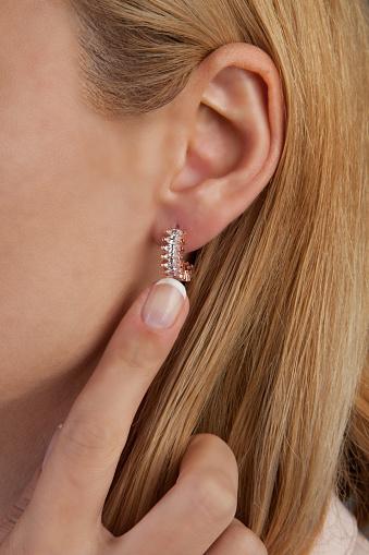 아름 다운 귀걸이 다이아몬드 보석 사진 20-24세에 대한 스톡 사진 및 기타 이미지