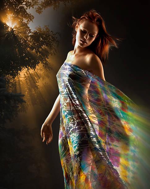 deusa da terra bela mulher; mãe natureza, nude garota, colorida - jardim do eden - fotografias e filmes do acervo