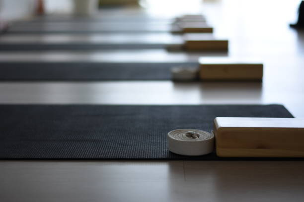 beautiful empty yoga studio beautiful empty yoga studio yoga studio stock pictures, royalty-free photos & images