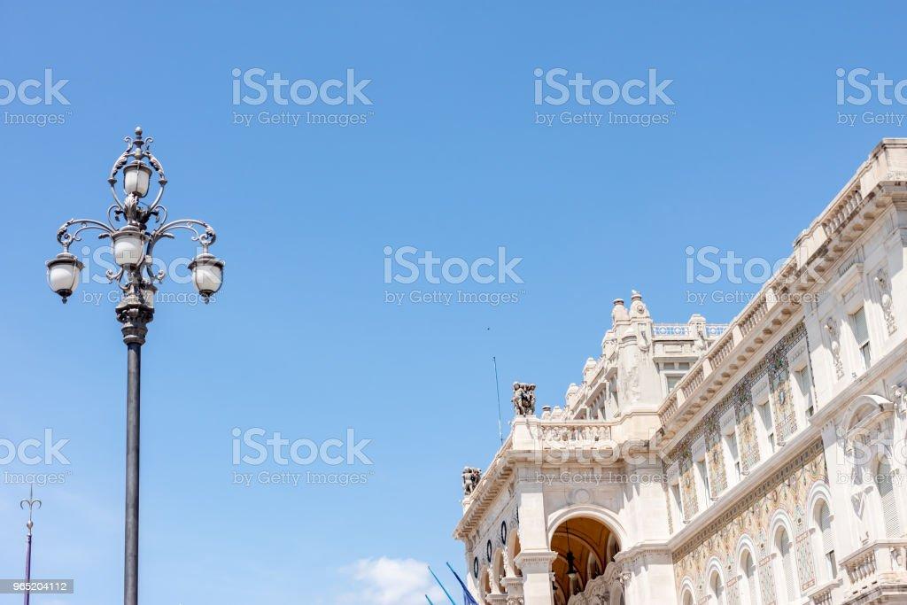beautiful facade and lamp post blue sky zbiór zdjęć royalty-free