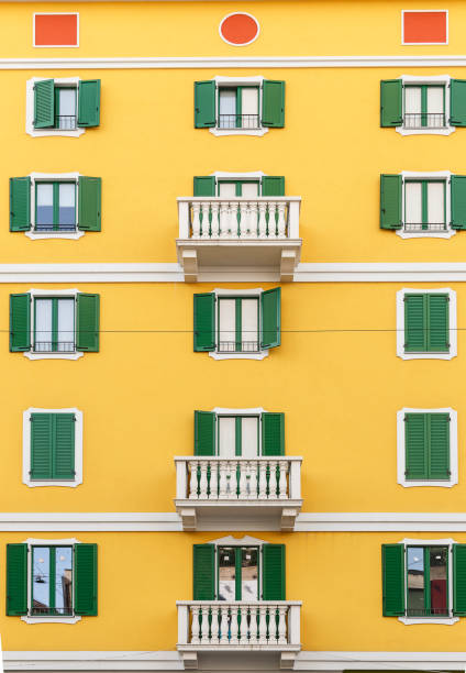 beautiful facade of the building in one of the streets of milan - hotel mailand stock-fotos und bilder