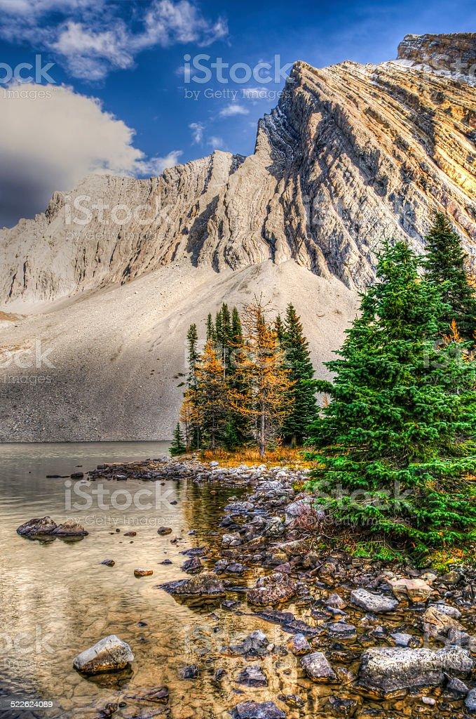 Bellissimi paesaggi di montagna dautunno foto di stock for Sfondi paesaggi bellissimi