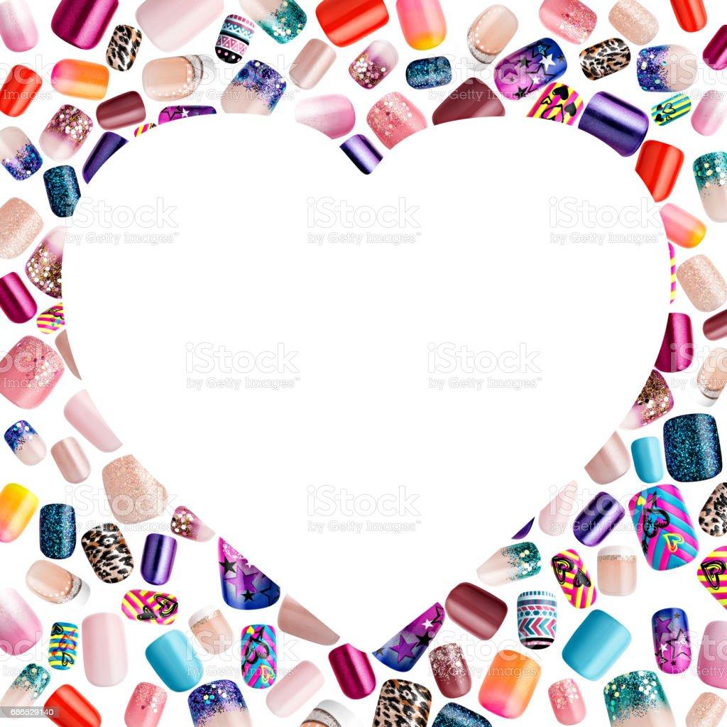 Hermosas uñas postizas, uñas polaco muestra, en un marco para texto foto de stock libre de derechos