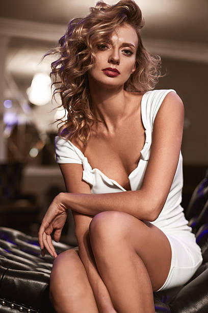 beautiful fashion young woman with curly blond hair - bein make up stock-fotos und bilder
