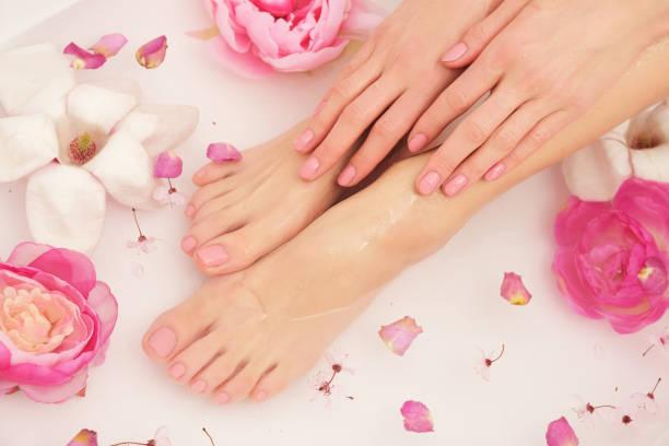 beautiful female legs and feet. - pedicure foto e immagini stock