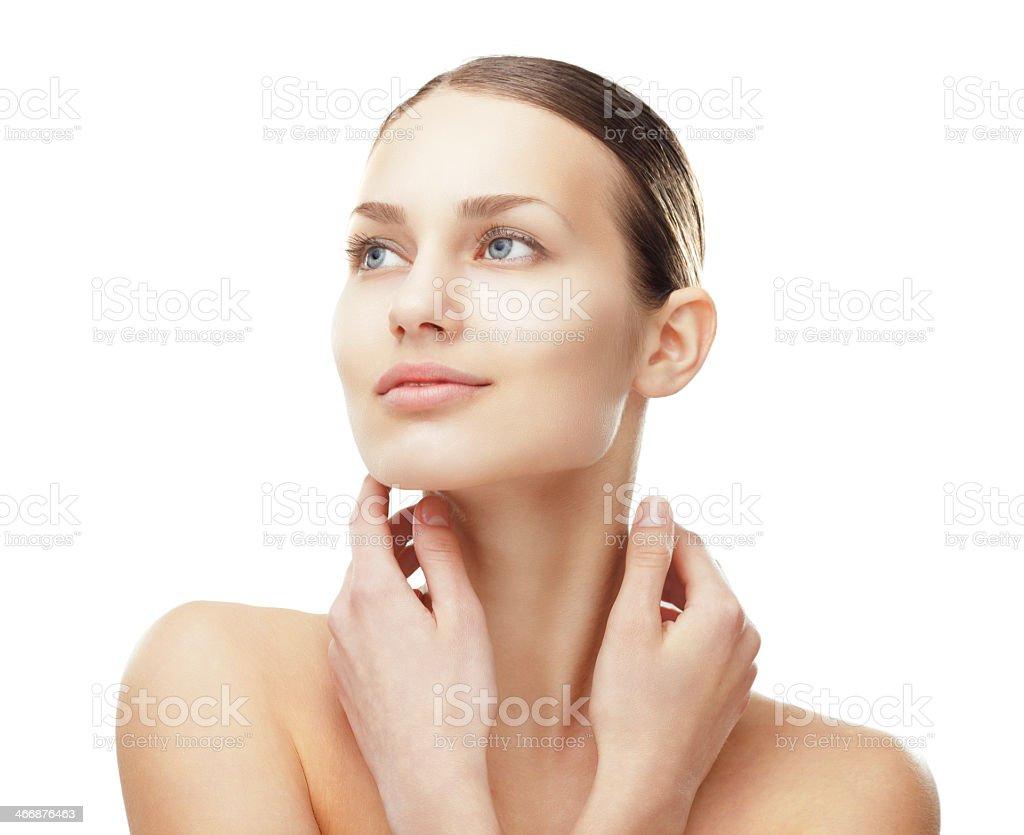 Schöne Frau mit gesunder Haut reinigen – Foto