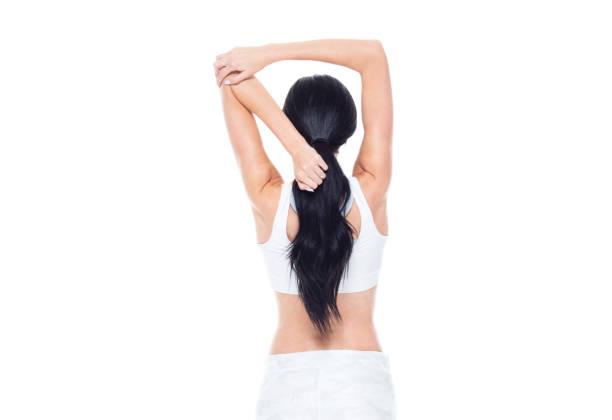 schöne hündin mit langen haaren trägt sportbekleidung - damen hosen größe 27 stock-fotos und bilder