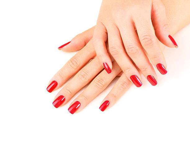 wunderschöne fingernägel painted in rot. - nägel lackieren stock-fotos und bilder