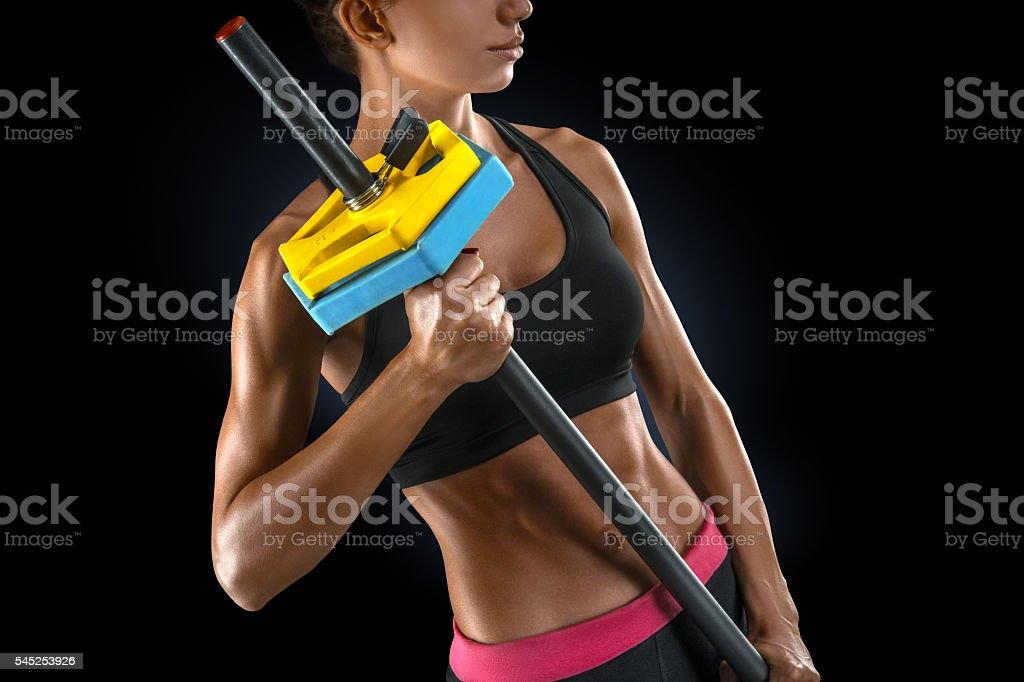 Bela aptidão mulher prepara para levantar alguns pesos pesados - foto de acervo