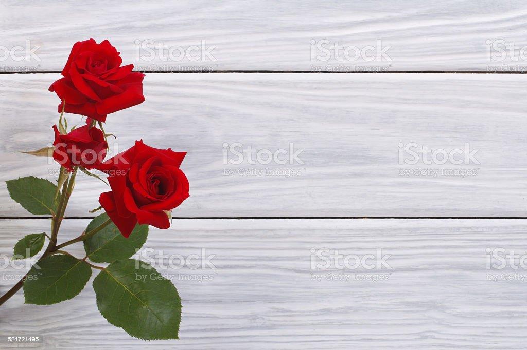 Schöne Blumen Rote Rosen Umrahmt Holz Oberfläche Stock-Fotografie ...