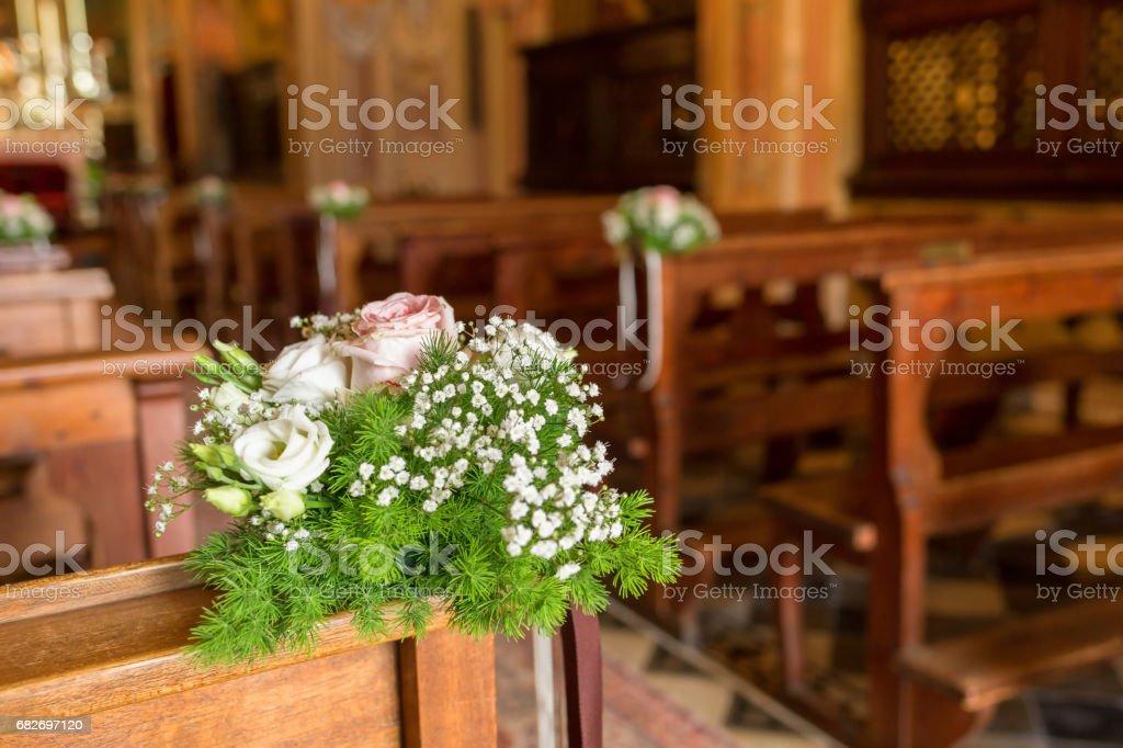 Schone Blumen Hochzeit Anordnung In Einer Kirche Stockfoto Und Mehr Bilder Von Baumblute Istock