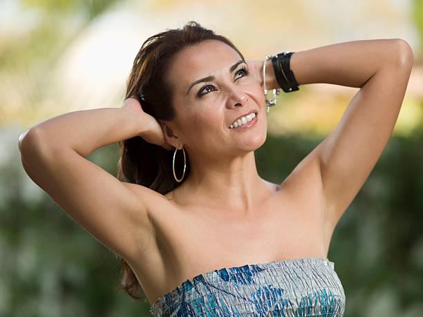 Belle femme hispanique quarante quelque chose - Photo