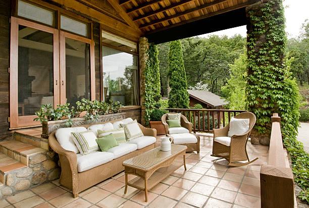 schöne veranda - verandas stock-fotos und bilder