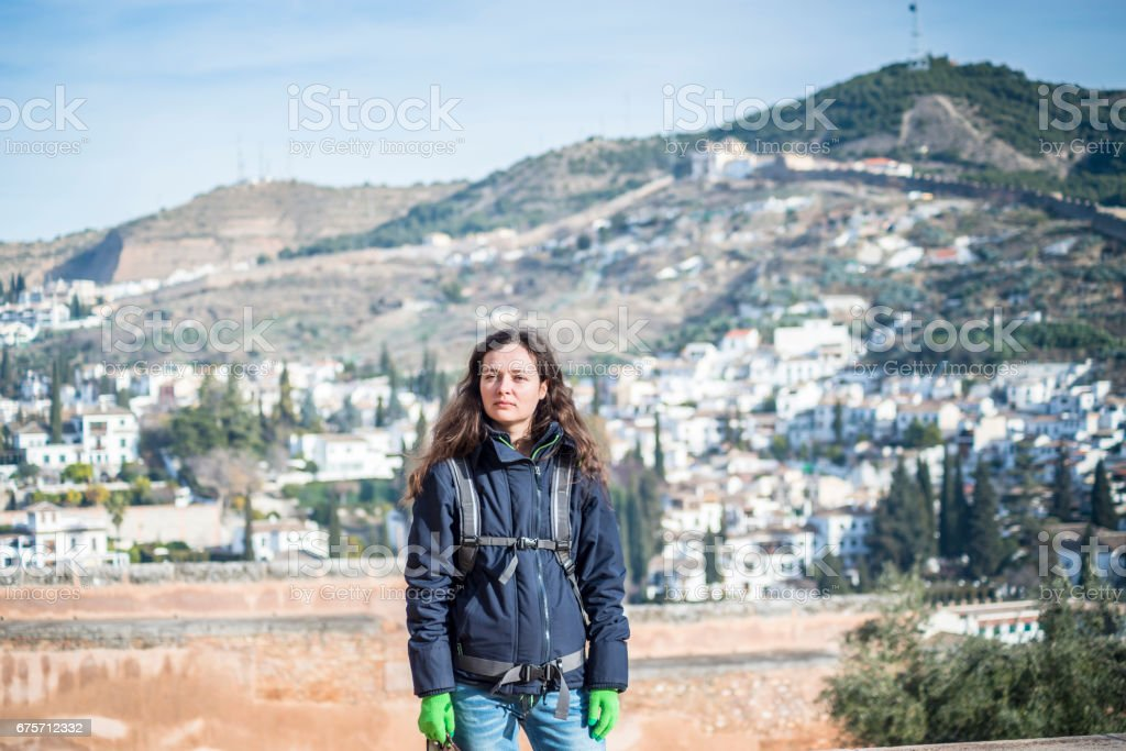 美麗的女孩,對歷史文化名城的西班牙格拉納達 免版稅 stock photo