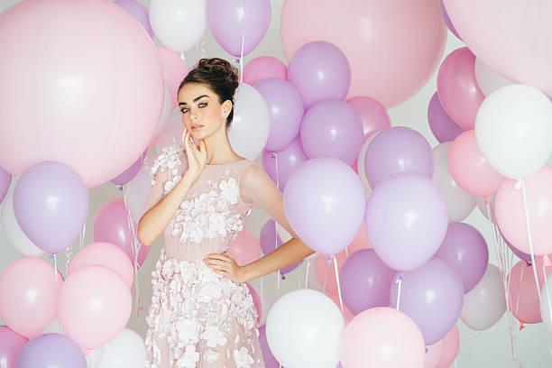 Beautiful girl at the studio with balloons - foto de acervo