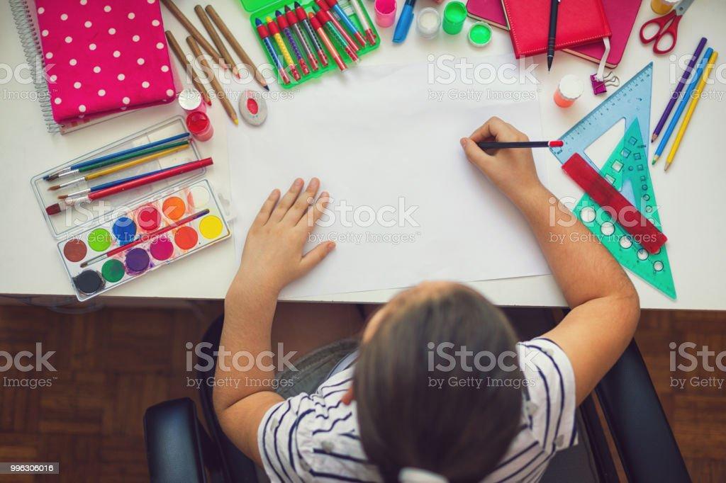 Schöne Mädchen Hausaufgaben – Foto