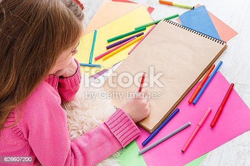 1062609644istockphoto Beautiful girl draw, writing letter to santa, wait for christmas 626607200