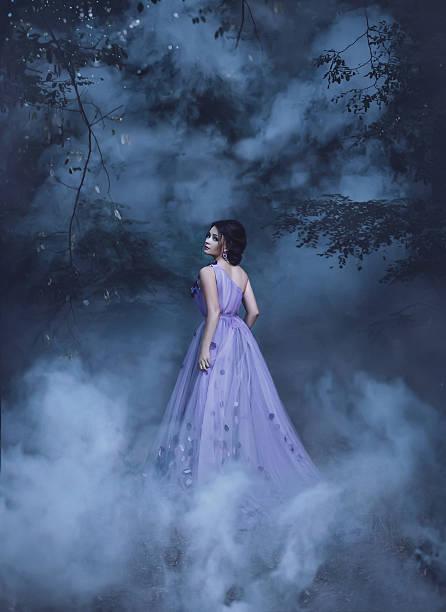 schöne mädchen in einem lila kleid - gothic bilder stock-fotos und bilder