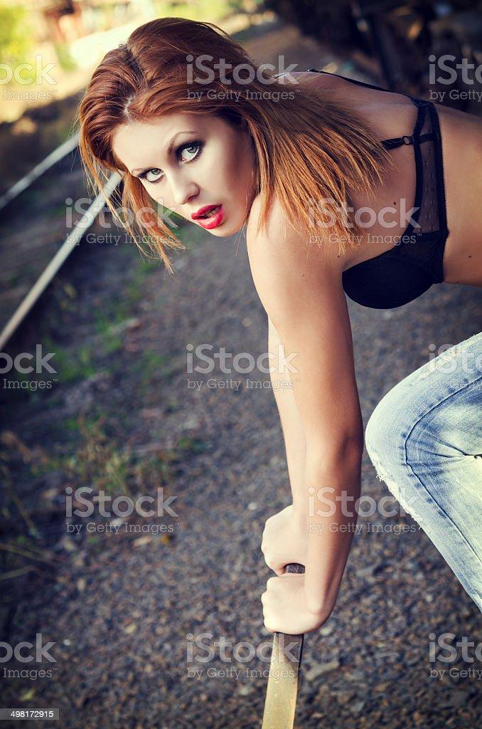 Девушка рычаг