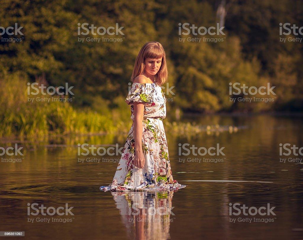 beautiful girl in dress on the river Lizenzfreies stock-foto