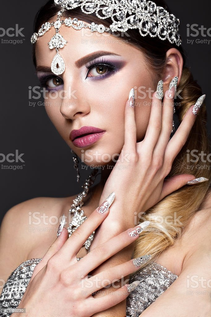Beautiful girl in image of Arab bride with expensive jewelry foto stock royalty-free