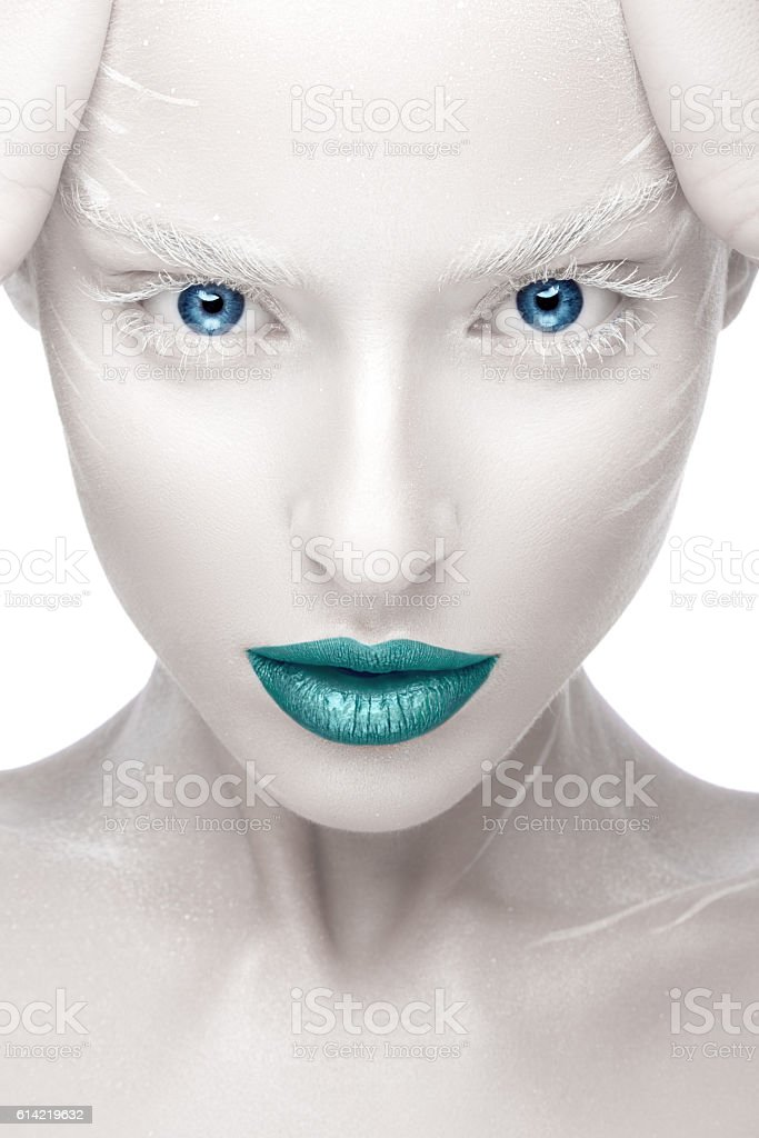 Beautiful girl in the image of albino with blue lips - foto de stock