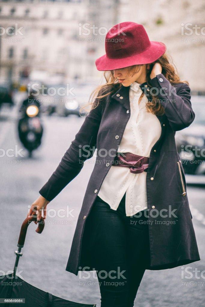 런던의 거리에 아름 다운 소녀 royalty-free 스톡 사진