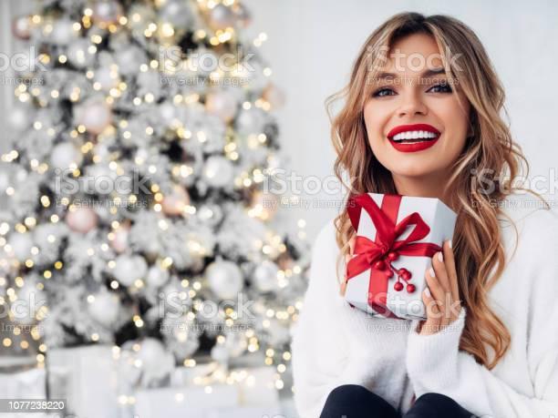 Beautiful girl sitting in a cozy atmosphere near the christmas tree picture id1077238220?b=1&k=6&m=1077238220&s=612x612&h=3t8yixz k9fowkhnexxhcv bfljbvjzdee2 eda6ye4=