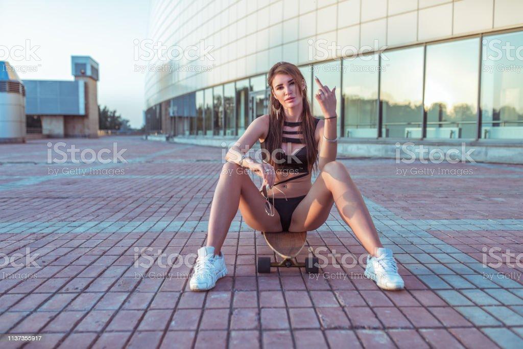 Beautiful Girl Summer City Skateboard Black Swimsuit -6510