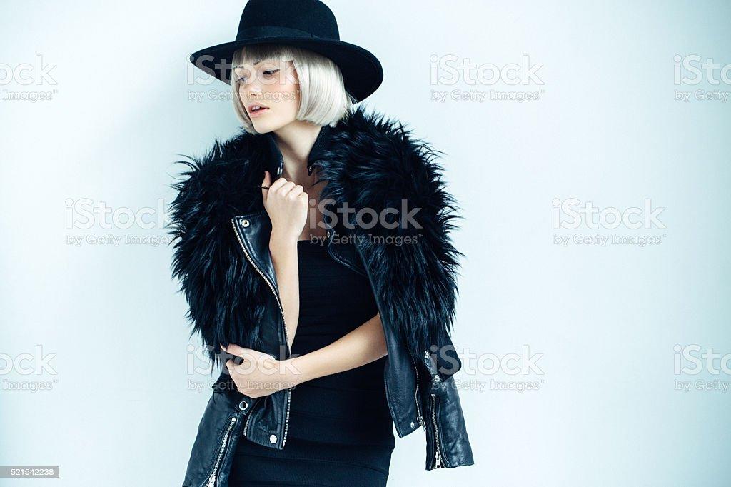 Schönes Mädchen mit Hut – Foto