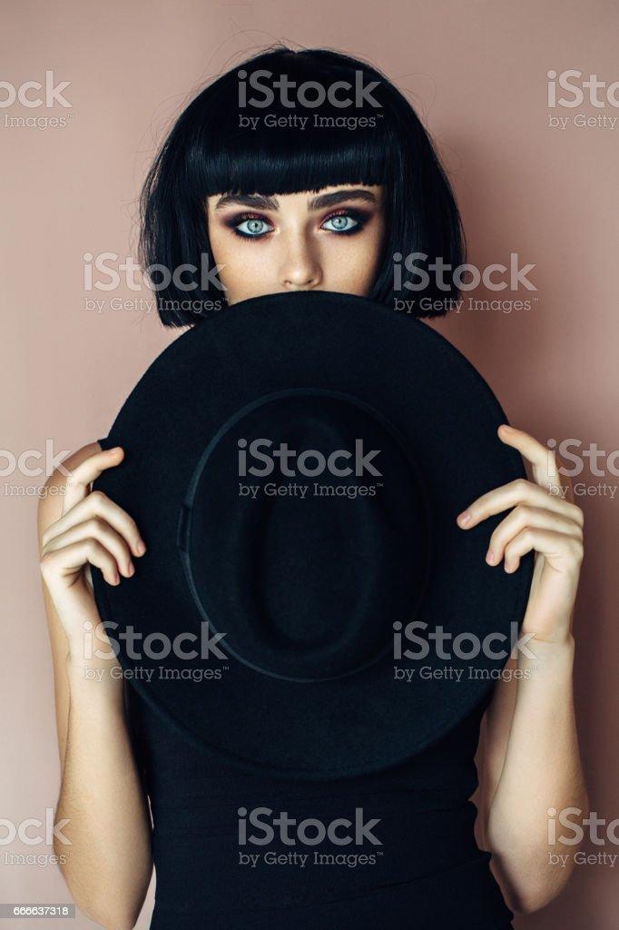 Belle Fille portant un chapeau - Photo