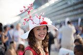 美しい少女を着れば、桜の帽子での競馬