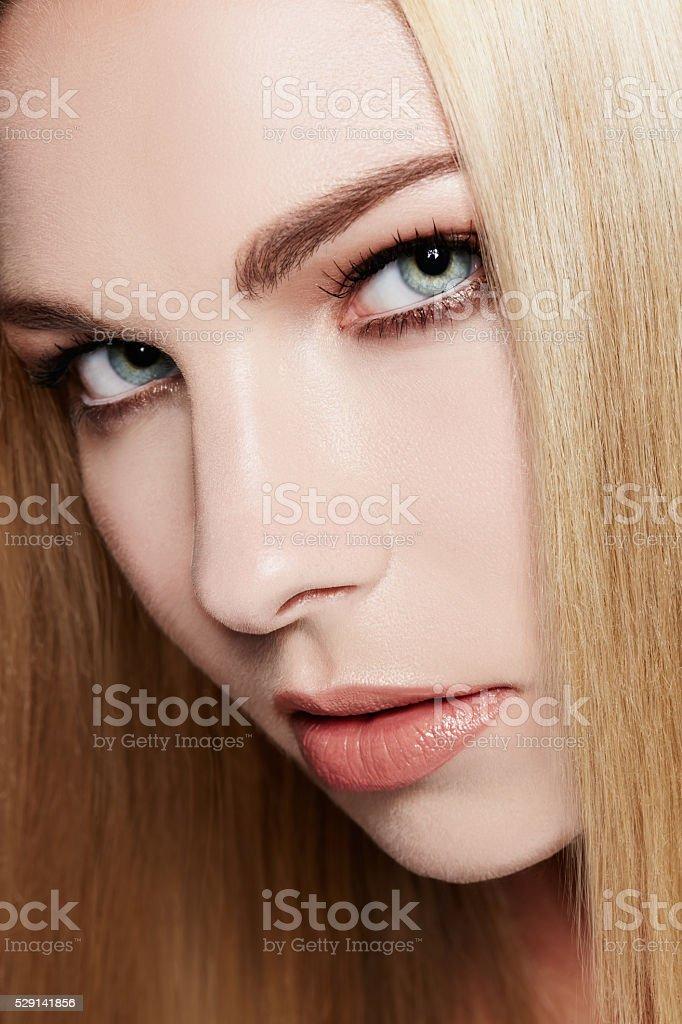 Blaue augen blonde haare welcher lidschatten