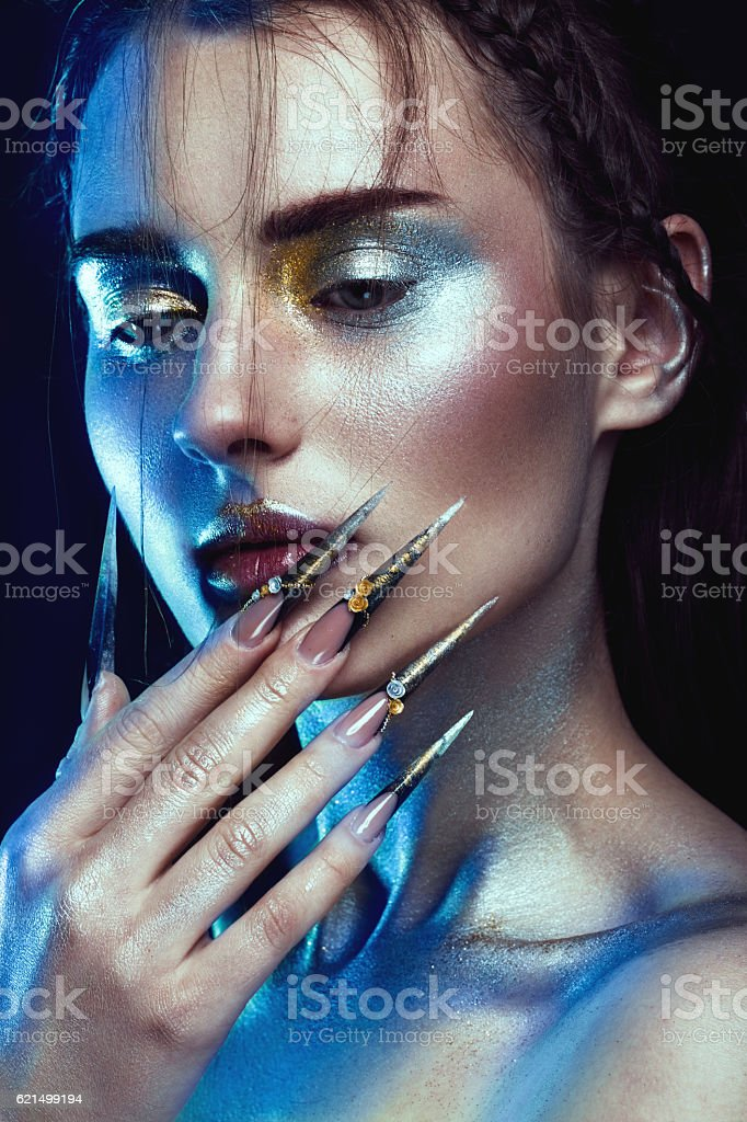 Beautiful girl with creative golden and silver glitter make-up photo libre de droits