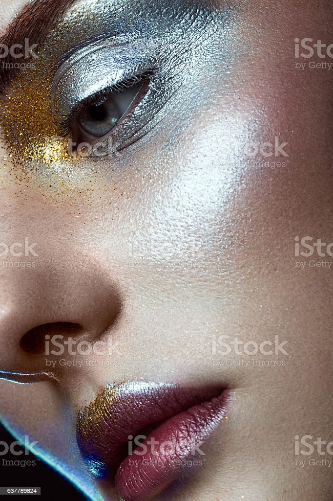 Beautiful girl with creative golden and silver glitter make-up - foto de acervo