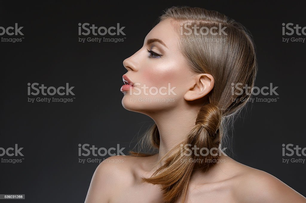 Beautiful girl with hair nods foto de stock libre de derechos