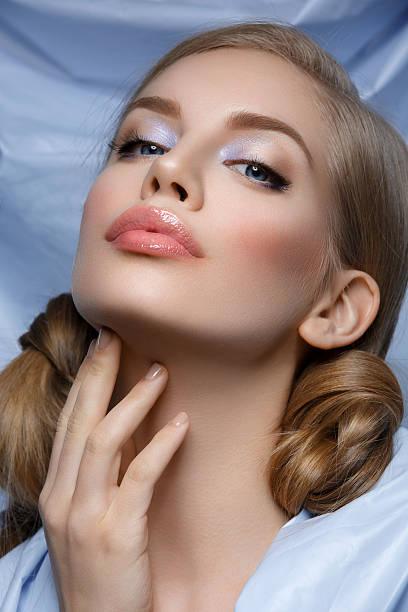 beautiful girl with hair nods - blaues augen make up stock-fotos und bilder