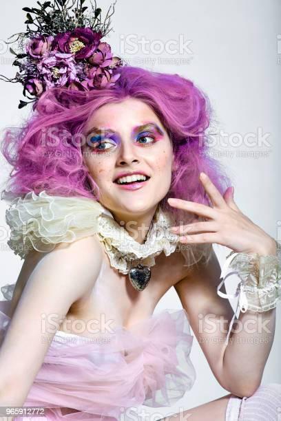 Beautiful Girl With Purple Hair Bright Makeup - Fotografias de stock e mais imagens de Adulto
