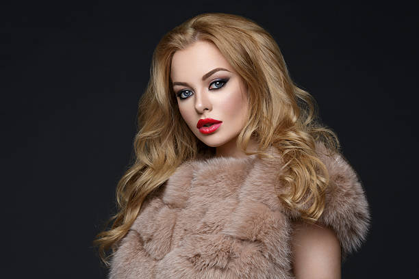 Beautiful girl with red lips in fur coat – zdjęcie
